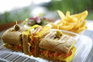 Curry bread sandwich with tandoori chicken