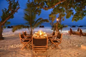 Beach dining at Constance Moofushi Resort