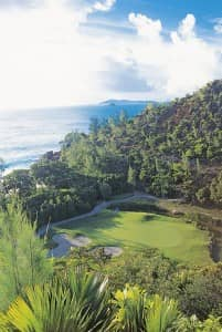 Try Lémuria's legendary 15th hole with our luxury golf offer