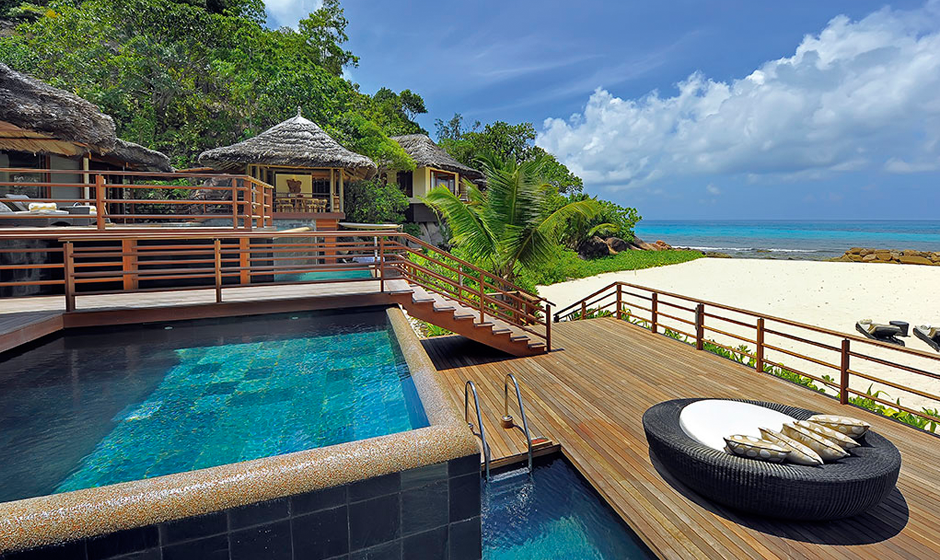 Stunning swimming pools with a view at Constance Lémuria