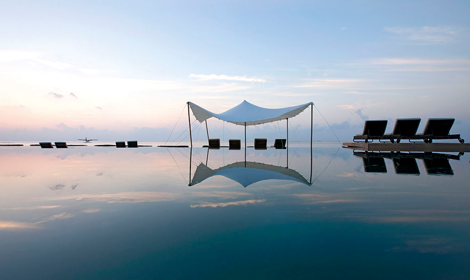A mirrored view at Constance Moofushi, Maldives