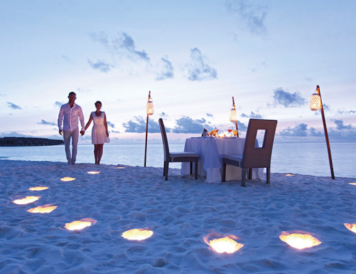 VIP restaurant treatments: a private dinner on the beach at Constance Moofushi