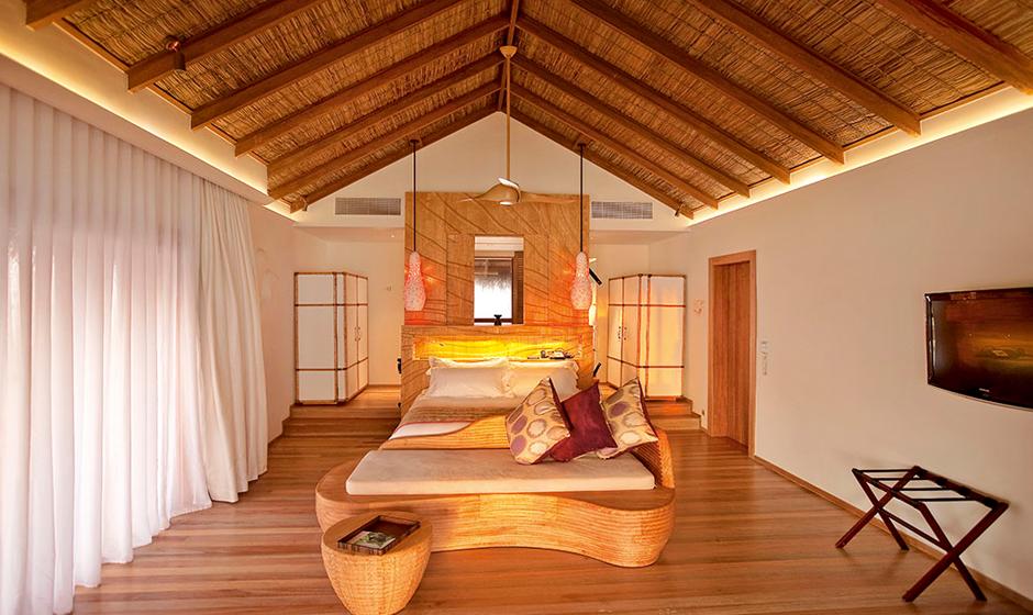 Inside Moofushi's water villa