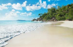 Hidden beaches: Anse Georgette, Seychelles