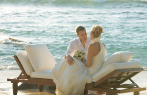 Discover a luxury wedding on the beach at Constance Lémuria