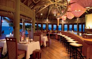 Constance Belle Mare Plage's La Spiaggia Restaurant