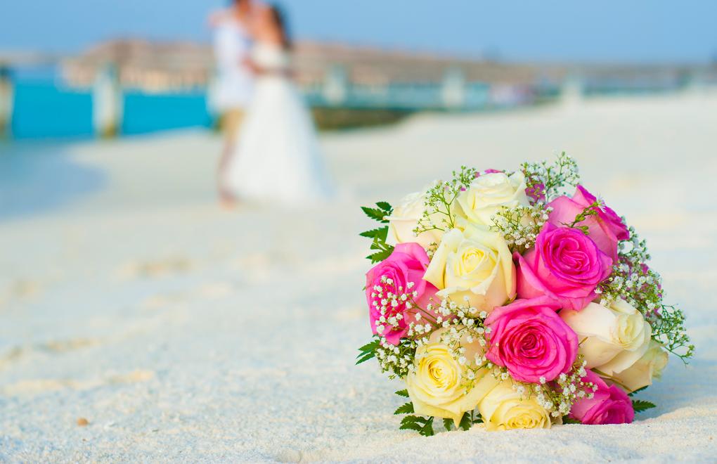 Beach wedding at Constance Moofushi