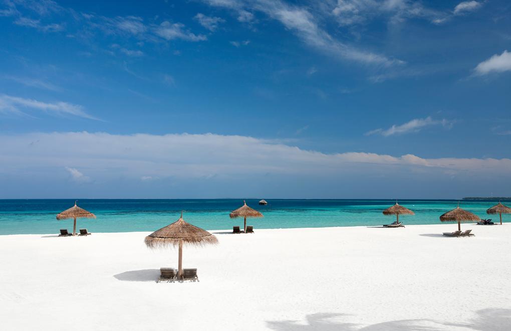 Beach holidays at Constance Moofushi