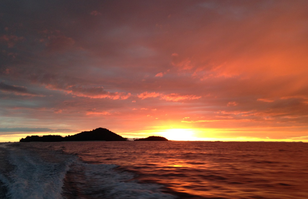 A sunrise from the boat