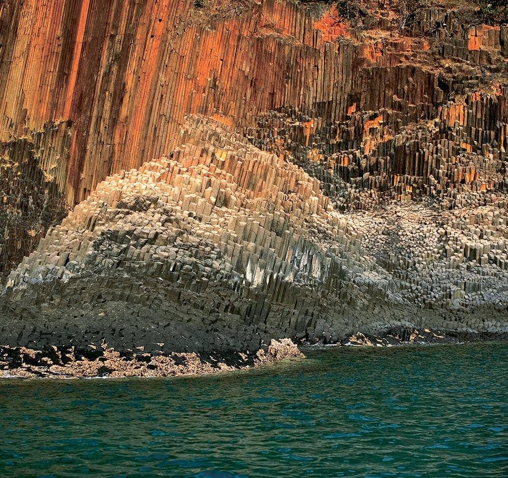 tsarabanjina-madagascar-sea-rocks-2