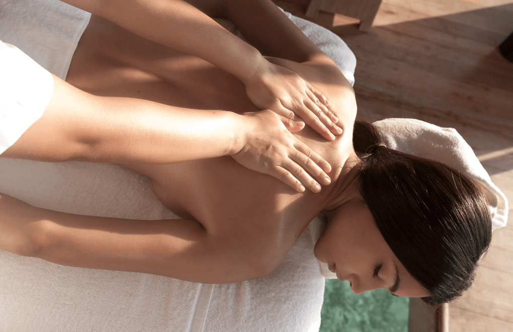 The morning of your wedding: a relaxing massage.