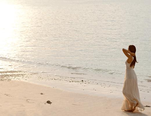 ephelia-beach-walk