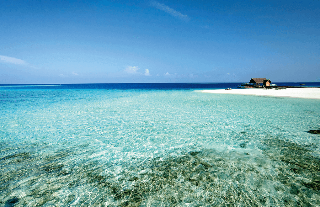 Message in a Bottle: Moofushi turquoise water