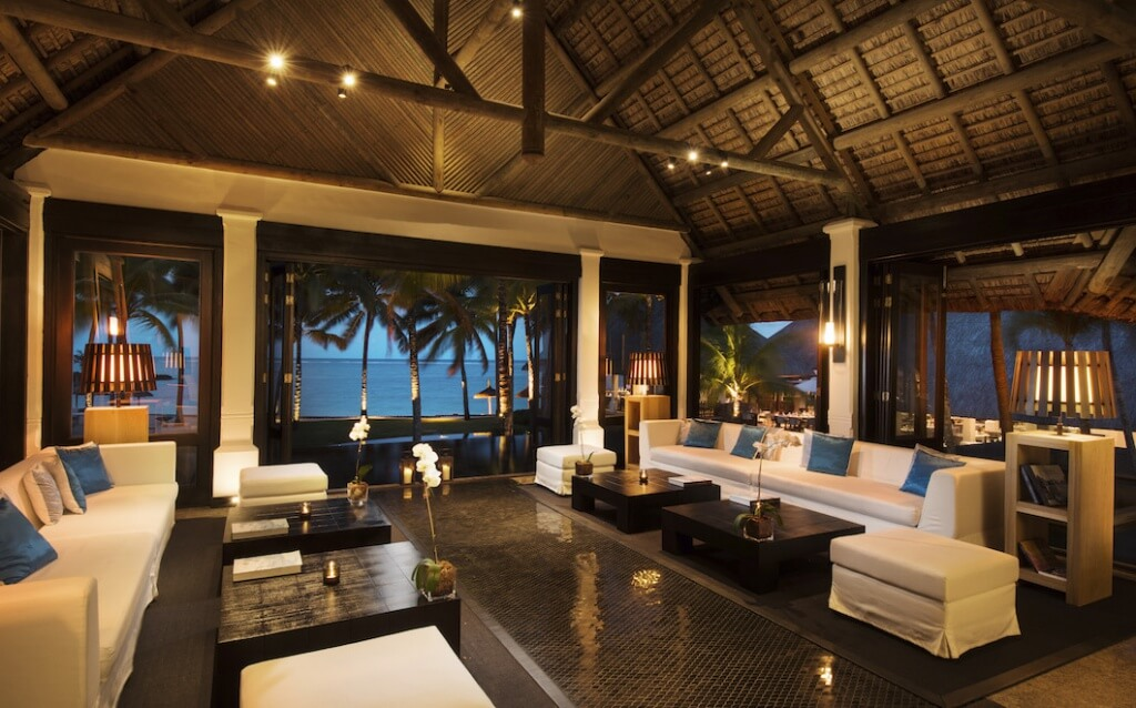 The Lobby at Belle Mare Plage impressed this Trip Advisor member