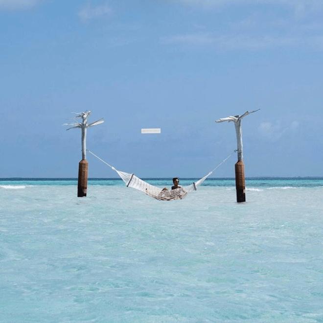 Constance Moofushi ocean hammock