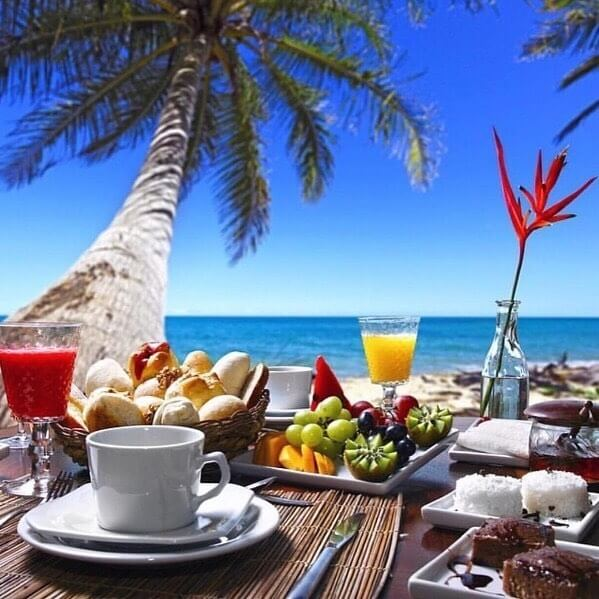 Breakfast at Constance Moofushi