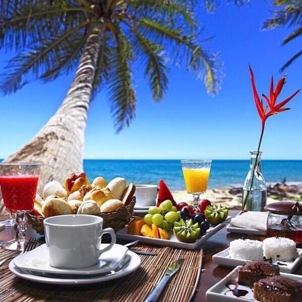 Breakfast at Constance Moofushi