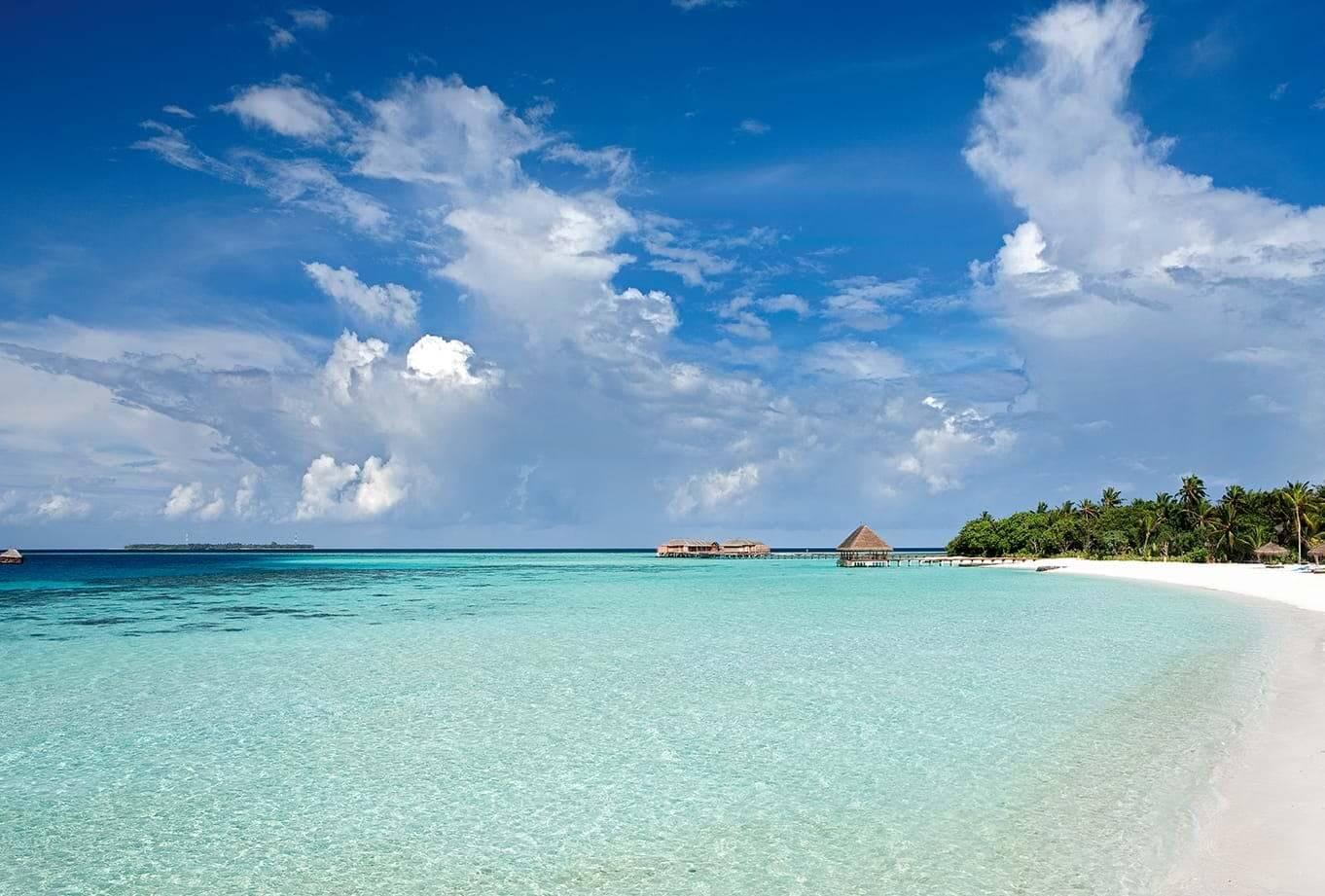 Constance Moofushi Maldives beach view