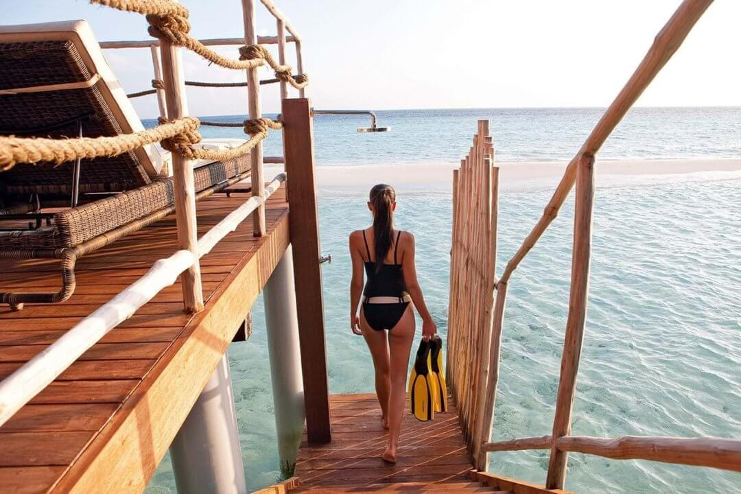 Constance Moofushi water villa snorkelling