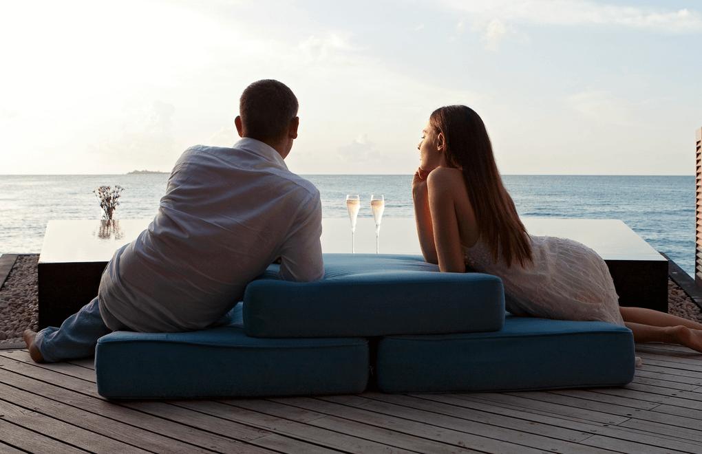 champagne valentines halaveli maldives