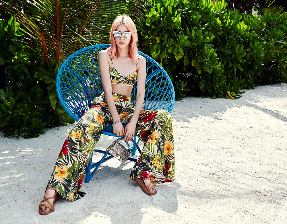jimmy choo constance moofushi maldives tropical print