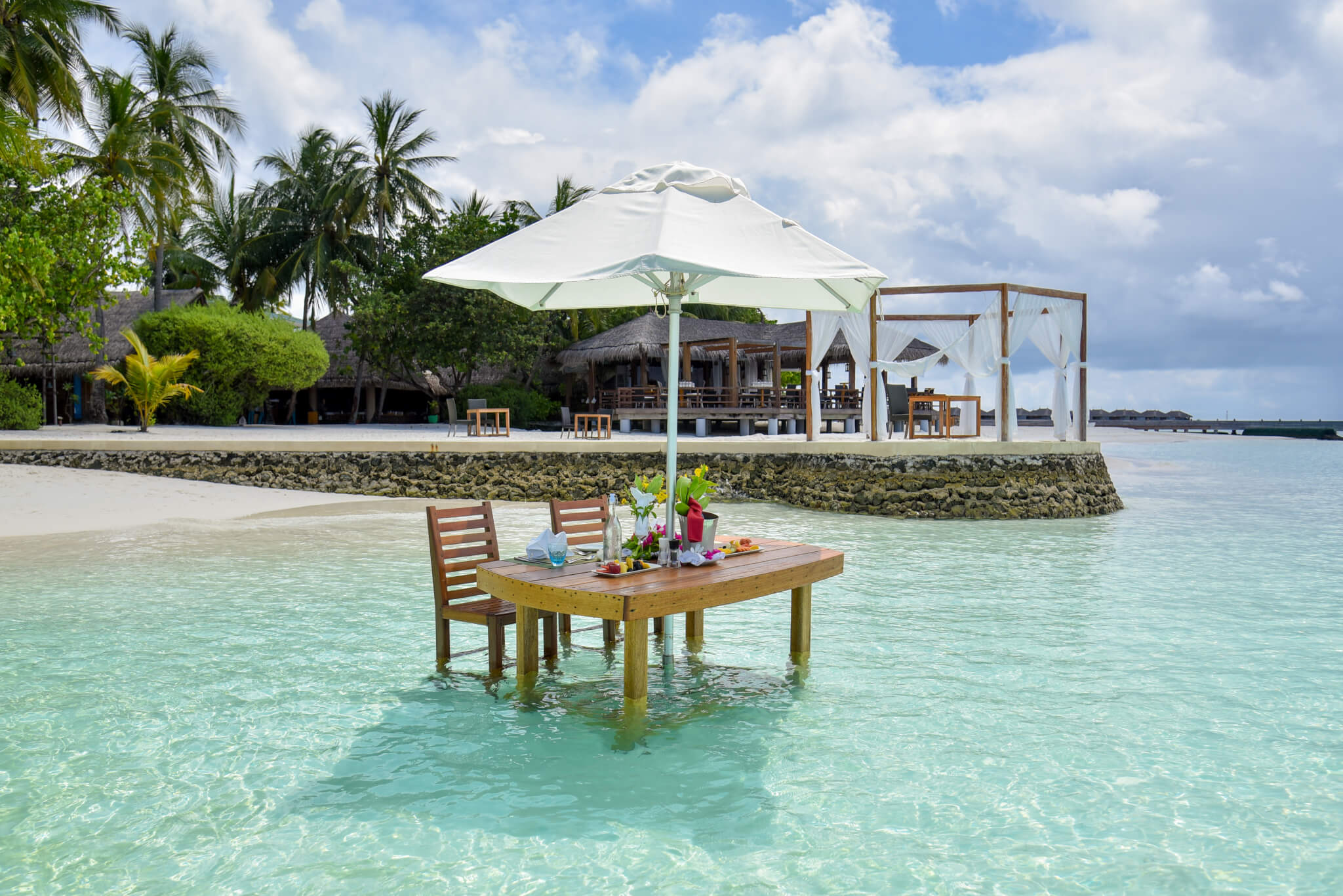 moofushi maldives lagoon lunch