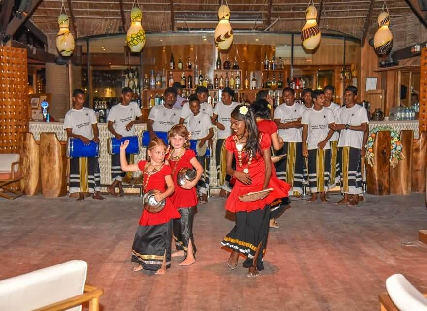 azu-maldivian-dance-constance-hotels-and-resorts