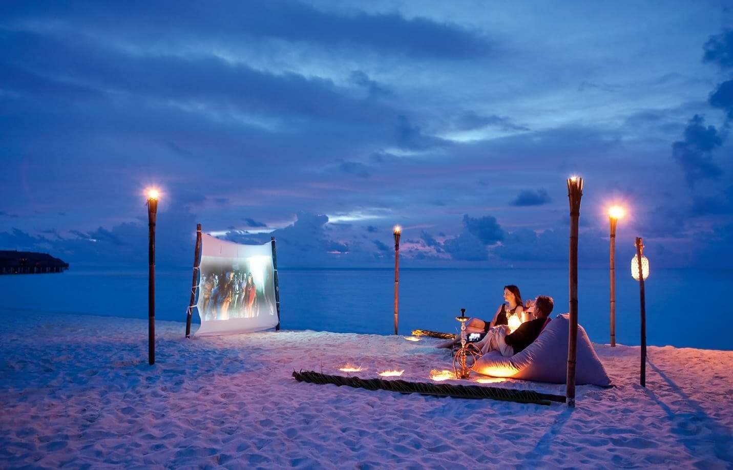 moofushi-maldives-beach-cinema-1
