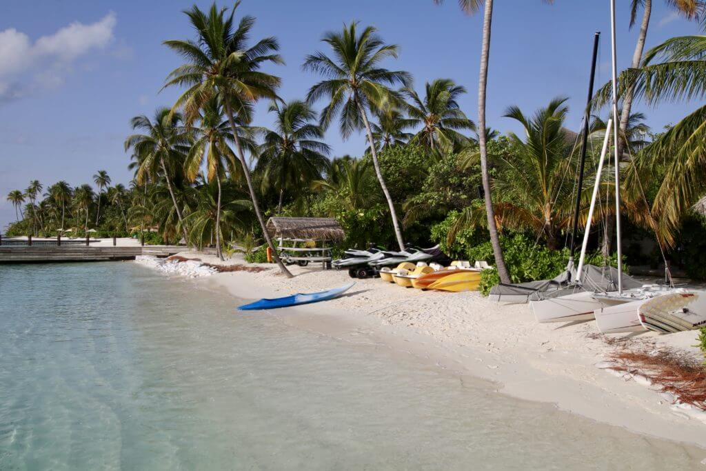 kayak beach halaveli maldives